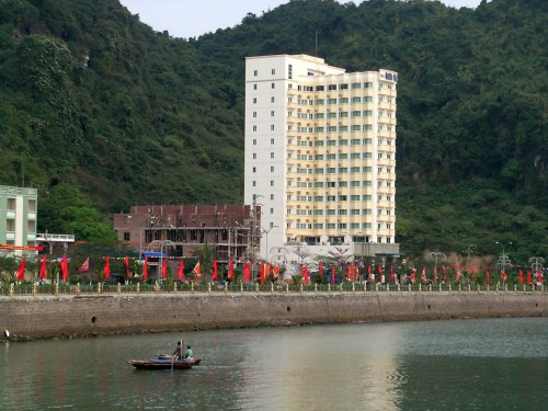 Cat Ba Holiday View Hotel