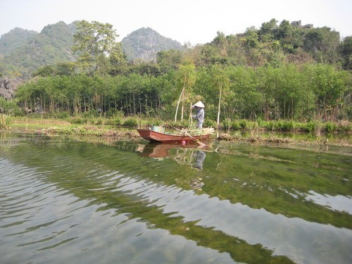 Living on Yen river in Perfume pagoda
