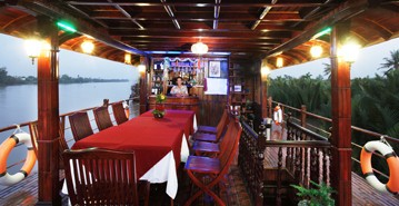 Dining room of Le Cochinchine cruise